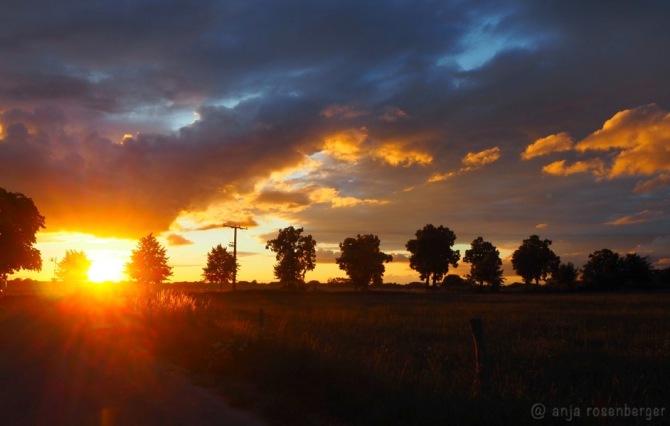 Dramatischer Sonnenuntergang - Der Himmel leuchtet