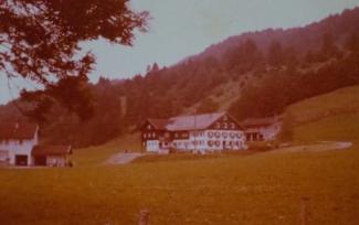 Klassischer Allgäuer Bauernhof in den 1980er Jahren