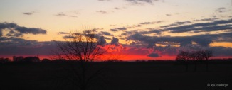 Sonnenuntergang hinterleuchtet Wolken