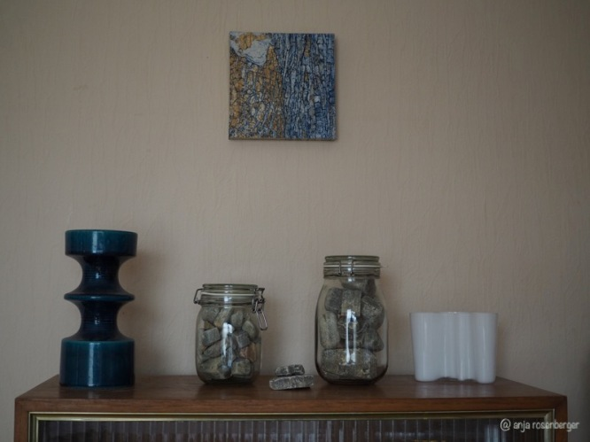 Faserkalk in Gläsern, Steuler Vase, Keramikplatte Cathy Fleckstein
